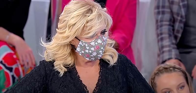 """Ultime Uomini e Donne: Tina Cipollari promuove tronista Sophie: """"E' bella e non è str***"""""""