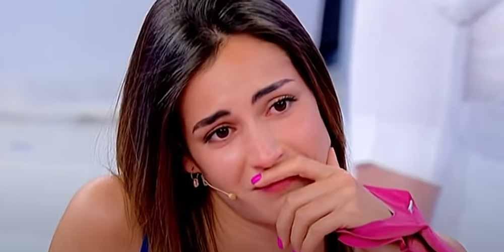Vanessia in lacrime abbandona lo studio